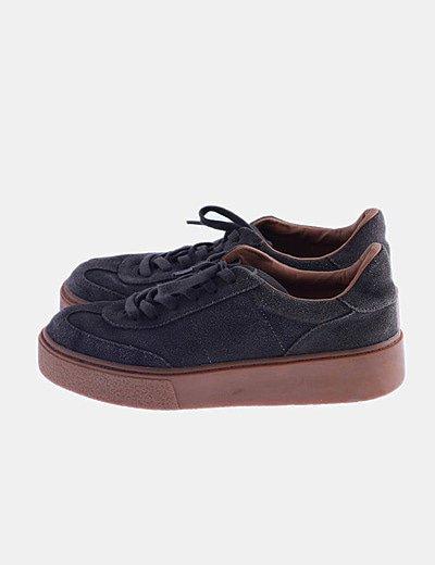 Sneaker khaki acordonada