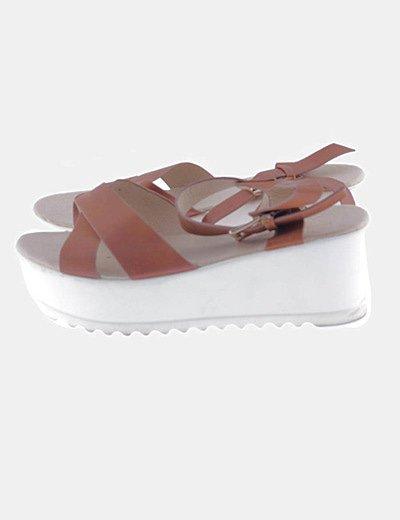 Sandalias marrón tiras