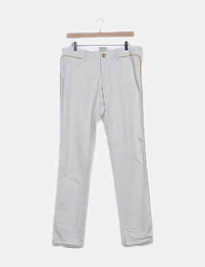 Pantalón blanco detalles amarillos
