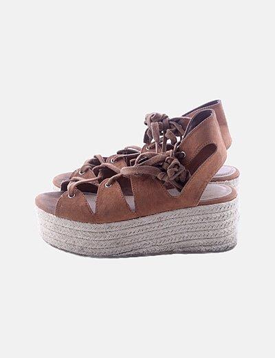 Sandalia plataforma marrón