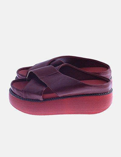 Sandalia roja de plataforma