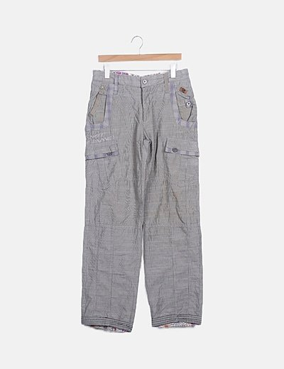 Pantalón gris rayas