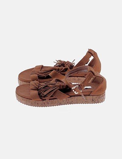Sandalias flecos marrones