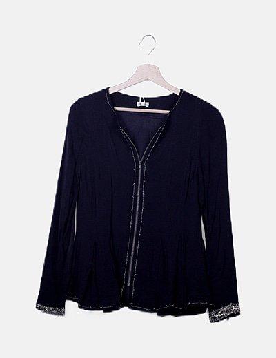 Blusa negra con cremallera detalle abalorios
