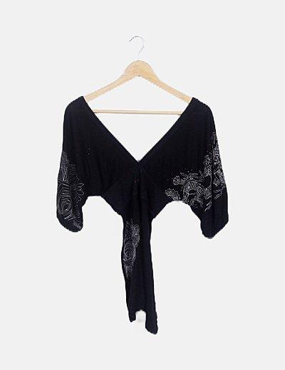 Vestido mini negro detalles bordados
