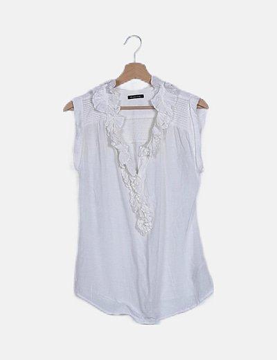 Blusa blanca ribetes fruncidos