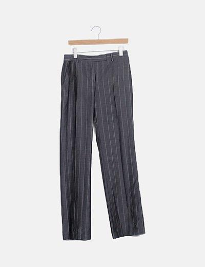 Pantalón fluido gris de rayas