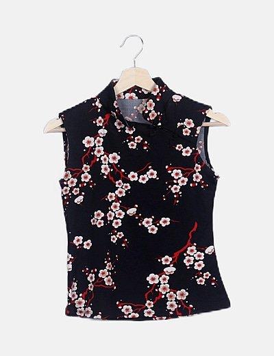 Camiseta japonesa negra floral