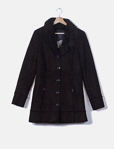Abrigo largo marrón con pelo