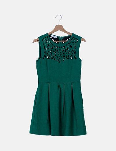 Vestido plisado verde detalles troquelados