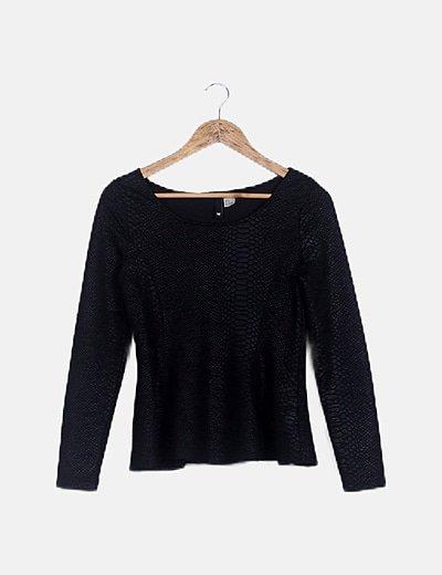 Blusa texturizada negra