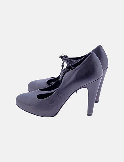 Zapato de tacon gris marengo detalle tira