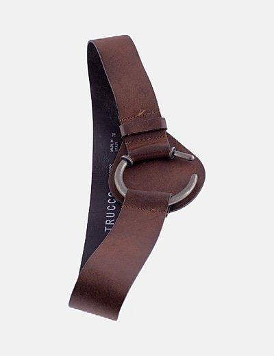 Cinturón marrón gran hebilla