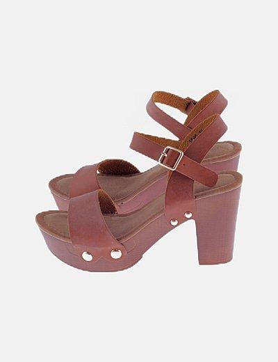 Sandalias cuero marrón