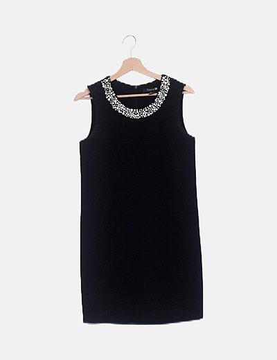 Vestido mini negro con perlas
