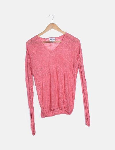 Camiseta rosa semitransparente