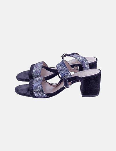 Sandalias negras estampadas