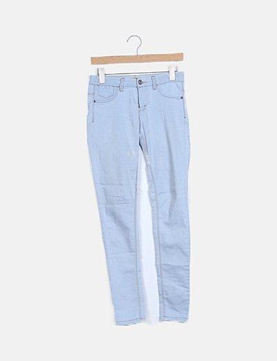 Pantalón pitillo azul claro