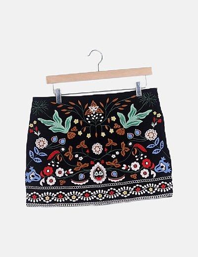 Mini falda negra bordado floral