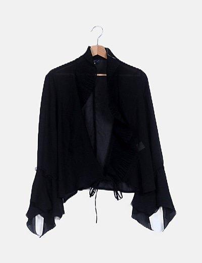 Chaqueta negra semitransparente