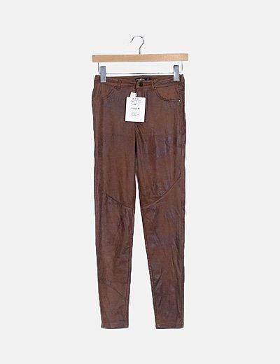 Pantalón texturizado marrón