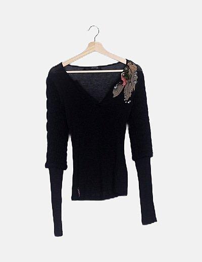 Suéter negro mangas combinadas