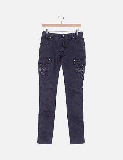 Pantalón gris tachas