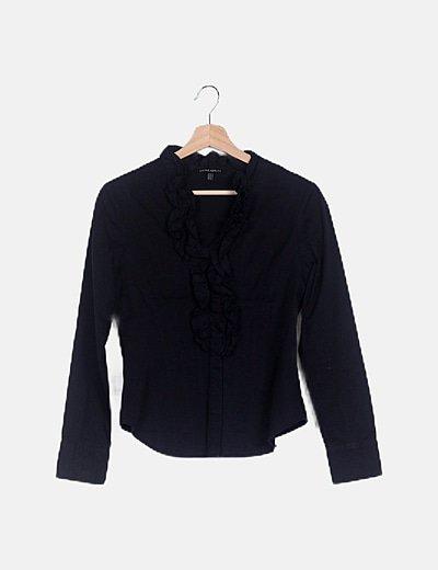 Camisa negra detalle volantes