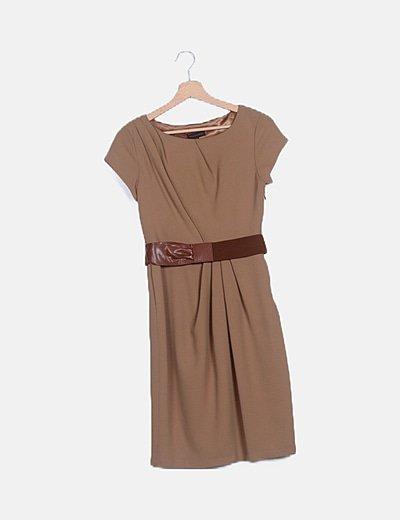Vestido marrón detalle cinturón