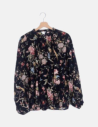 Blusa negra floreada