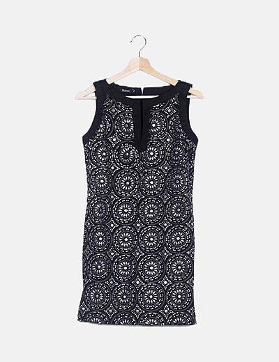 Vestido negro tachas plateadas