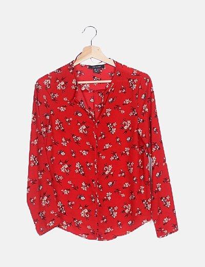 Blusa fluida roja estampado floral