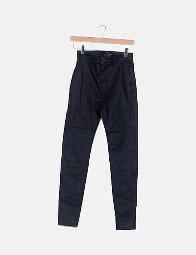 Pantalón pitillo encerado negro