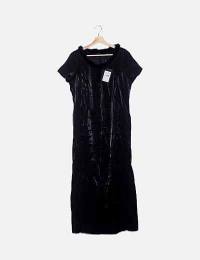 Vestido maxi negro irisado escote pelo