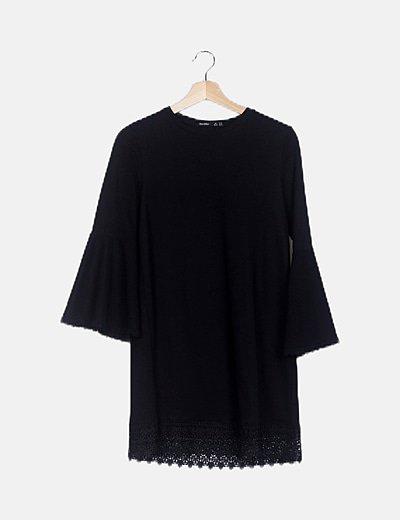 Vestido negro detalle encaje mangas campana