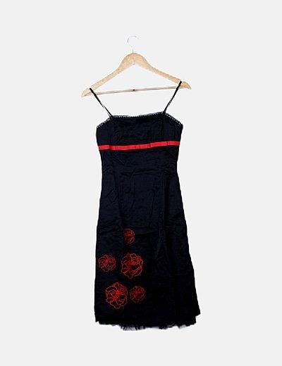 Vestido satinado negro bordado