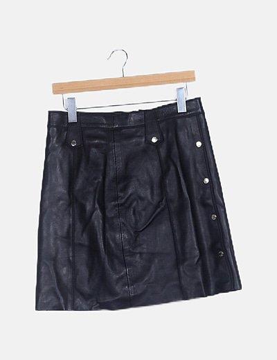 Mini falda negra piel