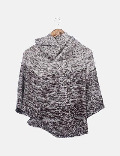Poncho tricot marrón jaspeada