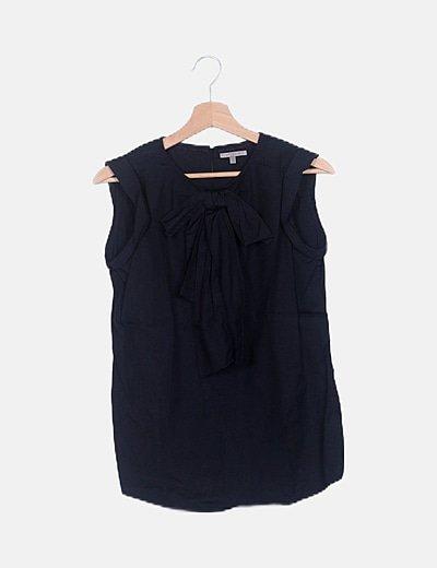 Blusa negra lazada