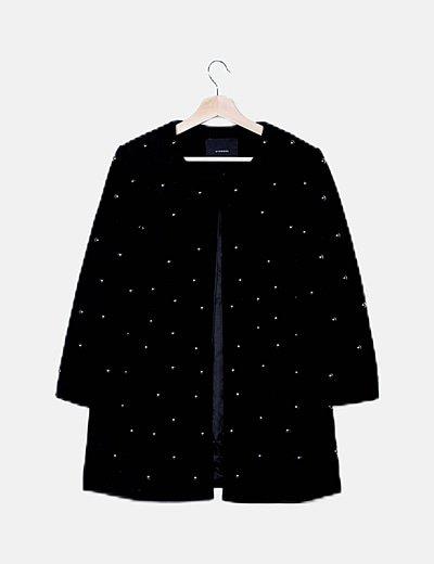 Abrigo paño negro con tachas