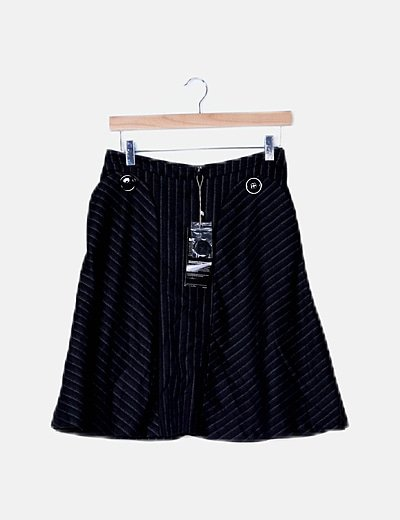 Falda negra de rayas