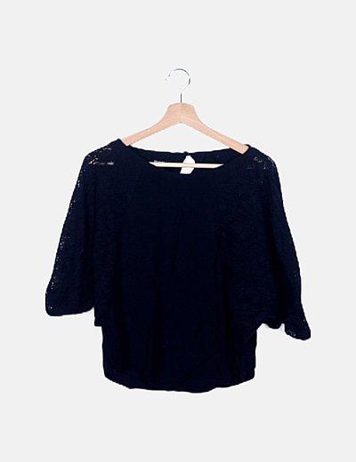 Blusa negra manga crochet