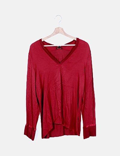 Blusa roja escote pico