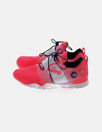 Sneaker roja combinada