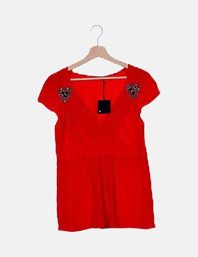 Blusa roja con abalorios