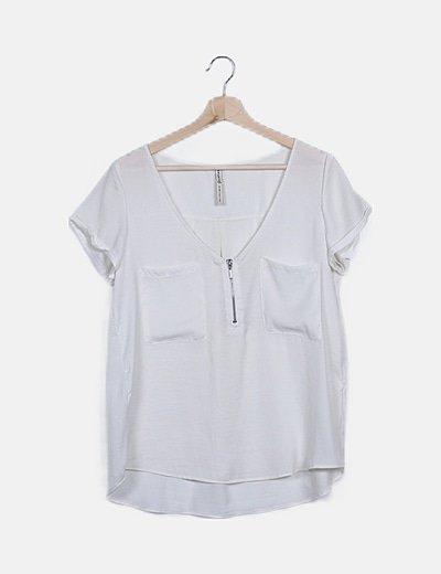 Blusa fluida blanca con cremallera