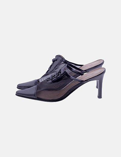 Zapato negro destalonado de cordones