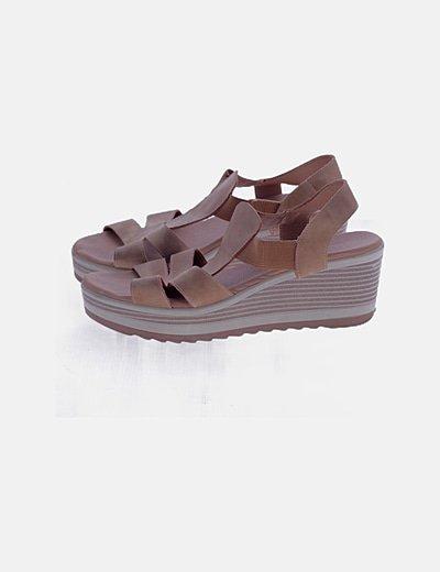 Sandalia marrón de tiras