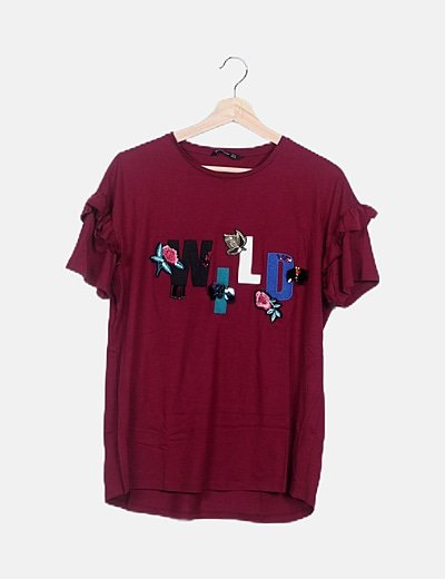 Camiseta burdeos con abalorios