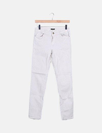 Pantalón beige pitillo